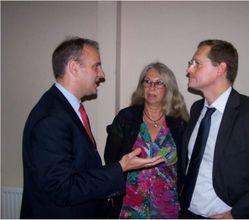 Michael Müller (r.) im Gespräch mit SPD-Kandidatin Irene Köhne und Dr. Holger Fabig
